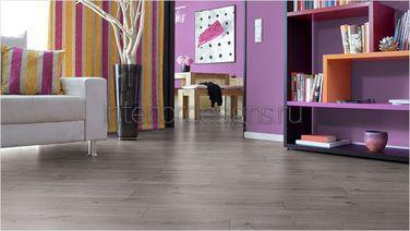 серый деревянный пол