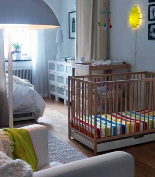 Ночник в интерьере спальни с детской мкроваткой