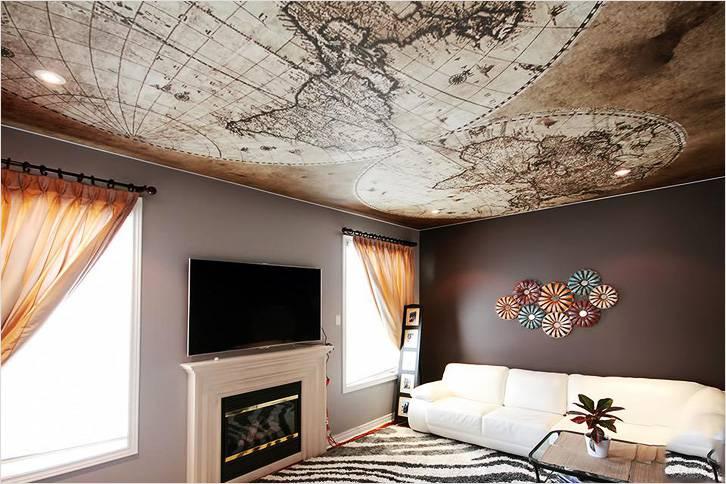 Фотообои клеят даже на потолок