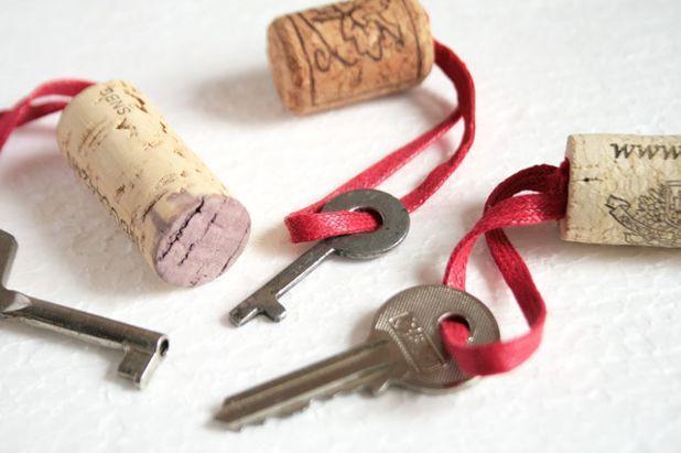 Брелки из винных пробок