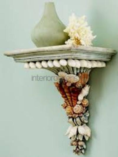 Керамические вазы на полке