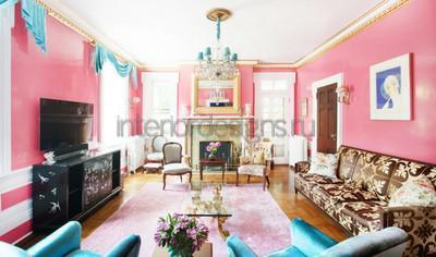Розовая отделка стен