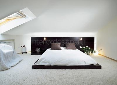 Мансардное окно в спальне